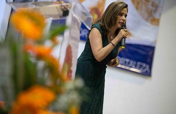 """Julieta Lujambio en conferencia, """"Educar sin maltratar"""""""