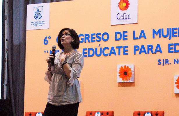 """Mari Carmen Alva impartió la conferencia """"Y después del aborto… ¿Qué?"""""""
