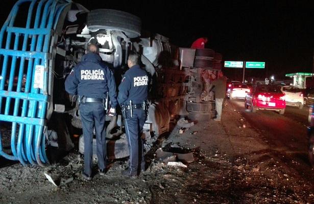 Camión provoca fuerte accidente