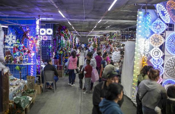 Se instalan vendedores de temporada en el Reforma
