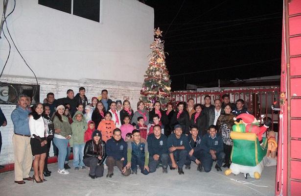 Espíritu navideño en Central de Bomberos