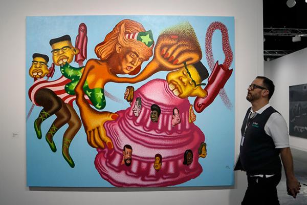 Un Trump como la mujer maravilla luce en Art Basel