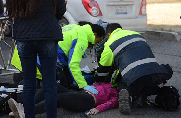 Mujer es atropellada en Av. Constituyentes