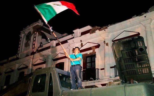 Ante indiferencia de autoridades de Juchitán, un ciudadano da el Grito de Independencia
