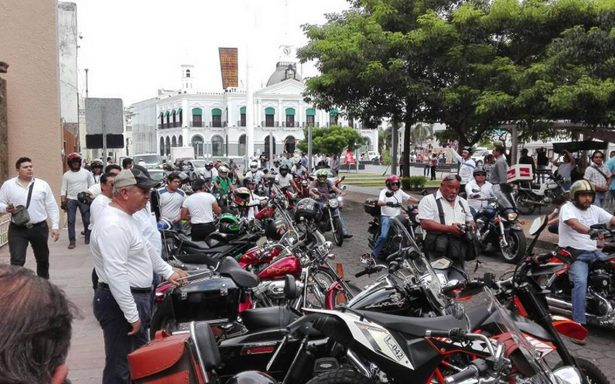 Protestan motociclistas en Tabasco