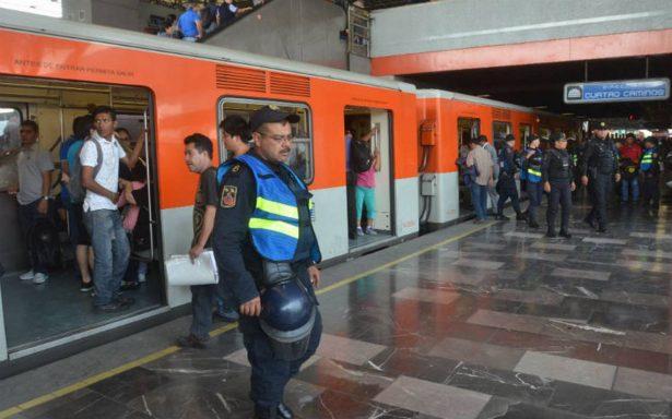 Rescatan a mujer que cayó a las vías del Metro