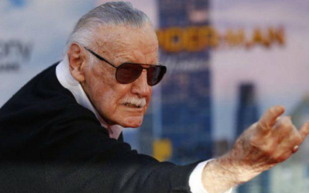 Enfermeras acusan a Stan Lee de haberlas 'manoseado'