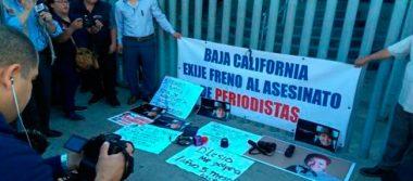 Periodistas protestan ante PGR por agresiones