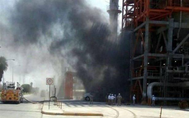 Reportan incendio en refinería de Cadereyta; Pemex lo niega