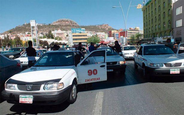 Denuncian asaltos cientos de taxistas
