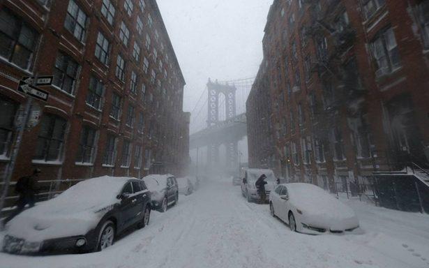 Muertos y vuelos suspendidos, 'ciclón bomba' congela a EU