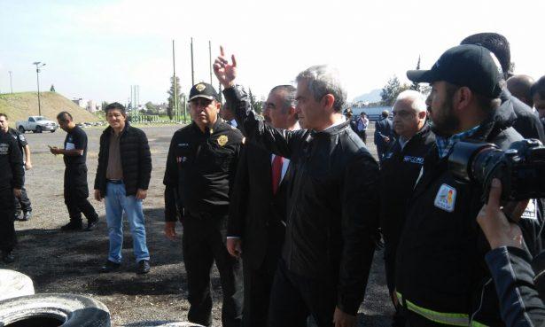 """Mancera recorre Tláhuac a dos semanas del operativo contra """"El Ojos"""""""