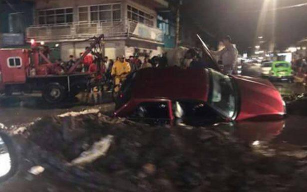 Regresan intensas lluvias a la CDMX; reportan socavón en Xochimilco