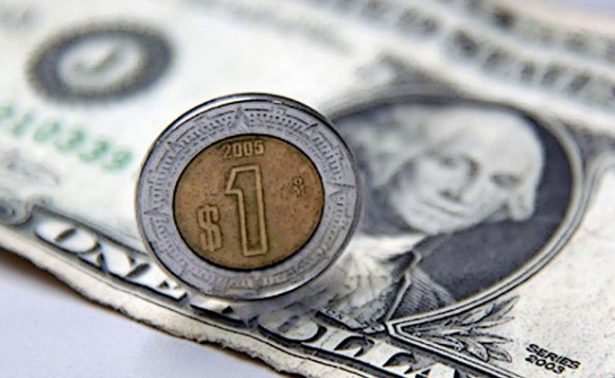 Promedia dólar en 18.97 pesos a la venta en el aeropuerto capitalino