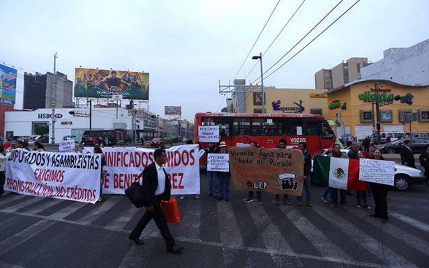 Damnificados por sismo del 19-S bloquean avenidas para exigir apoyos
