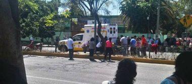 Por bloqueo de Sección 22 en Oaxaca, una ambulancia arrolla a una mujer