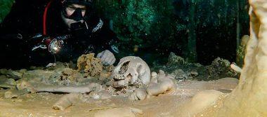 Descubren altar maya y osamentas de perezosos gigantes en la enorme cueva inundada de México