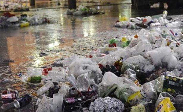 Exhortan a la población a no tirar basura en las calles