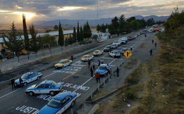 Por segundo día consecutivo bloquean la supercarretera en Nochixtlán