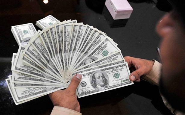 Dólar baja, se vende hasta en 19.45 pesos en bancos capitalinos