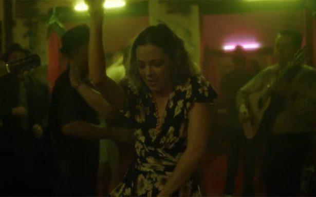 """Natalia Lafourcade te pone a bailar con """"Danza de gardenias"""""""