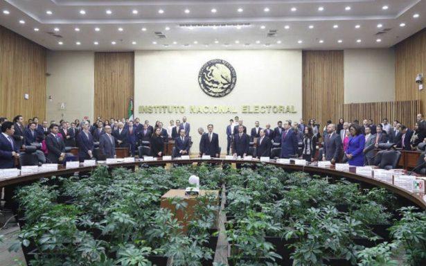"""INE vota por mantener prohibición de """"chapulines"""" en el PRI"""