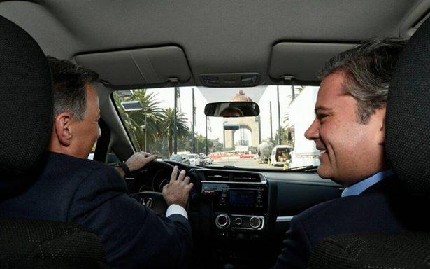 Meade y Nuño aparecen en un 'ride' hacia el Monumento de la Revolución