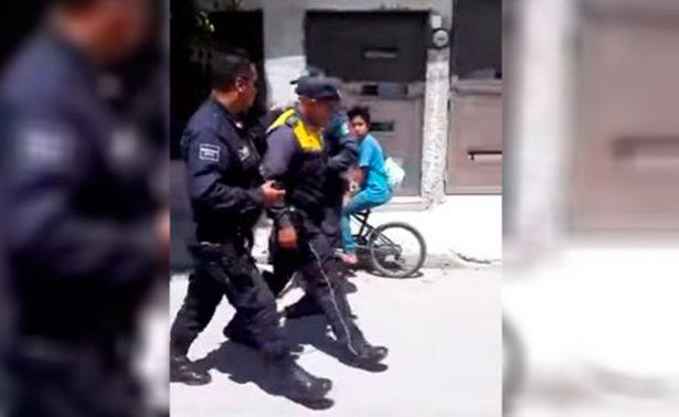[Video] Joven le avienta una guayaba y tránsito le dispara
