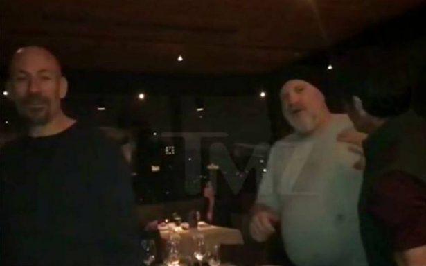 [Video] Por una foto, golpean a Harvey Weinstein en un restaurante de Arizona