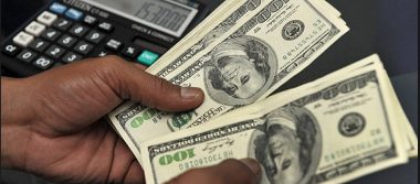 Dólar cede terreno, abre en 19.10 pesos a la venta en bancos