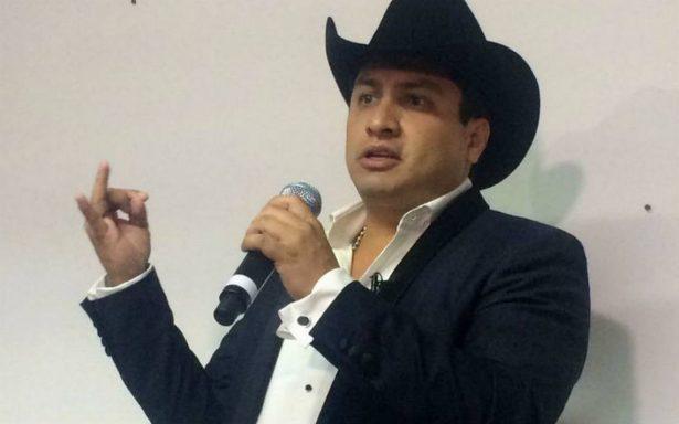 "Disquera manda a Julión Álvarez a la ""congeladora"" por nexos con el narco"