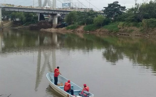 Mujer se tira de puente al río Grijalva tras discusión con su pareja