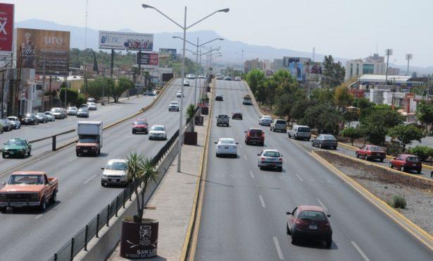Desahogar el tráfico en la Salvador Nava a la altura de la Central Camionera