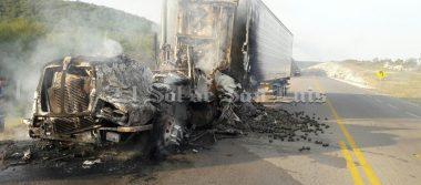 Se incendia tráiler cargado de aguacates en carretera Cerritos-Tula
