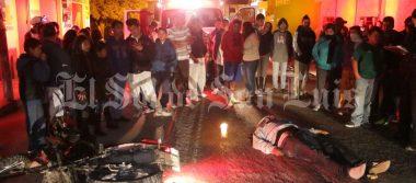Joven motociclista muere arrollado por camioneta