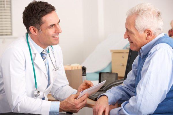 Trabaja en sector público el 70.2% de los médicos