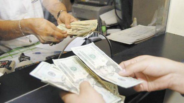 Recomiendan informarse antes de un crédito bancario