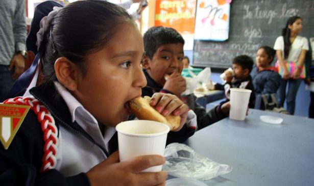 Continúa entrega de desayunos escolares