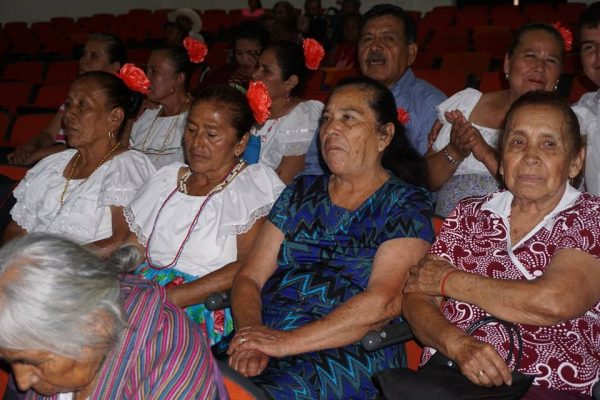 Concurso de canto de adultos mayores en Cd. Fernández
