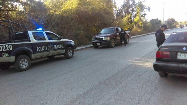 Policía estatal y ajustador extorsionan a conductor que se accidentó