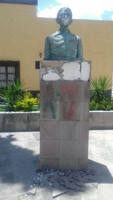 Realizan restauración a medias del monumento a la Maestra María L. Castillo