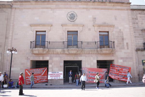 Ambulantes amenazan con hacer plantones si Congreso aprueba cambios al contrato entre Ayuntamiento y Panavi