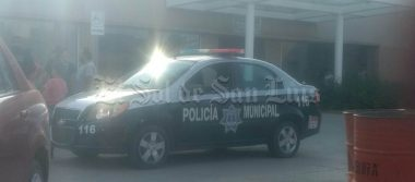 Tras riña vecinal, policía pierde la vida