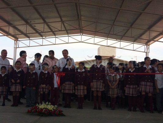 Gobernador de SLP entrega techado en escuela primaria