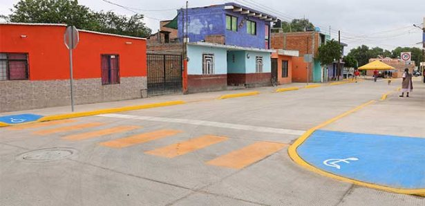 Entregan obras viales y urbanas en colonia Lomas de Las Palmas