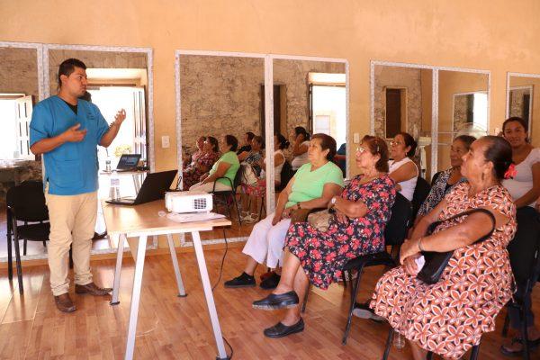 Estimulan a adultos mayores con talleres