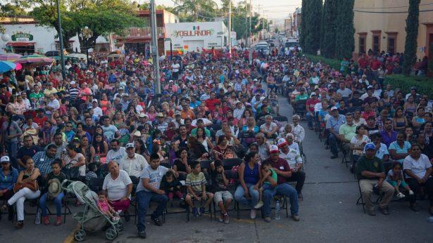 Explosivo festejo a los padres en Ciudad Fernández