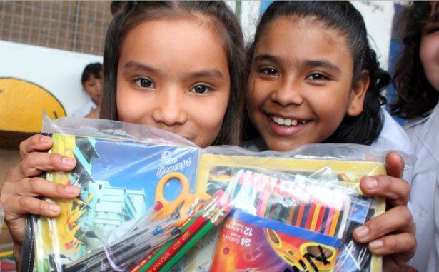 Termina el alcalde Gallardo entrega de paquetes escolares