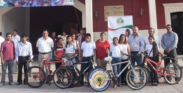 """Autoridades de Aquismón se suman a la campaña """"Una bici con rumbo"""""""