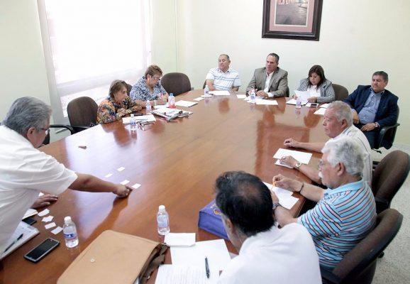 Diputados ayudarán a maestros jubilados